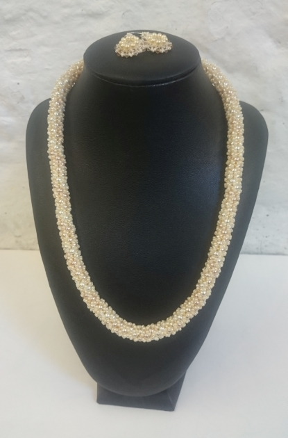 Cream pearls and seed beads set with 23C gold clasp