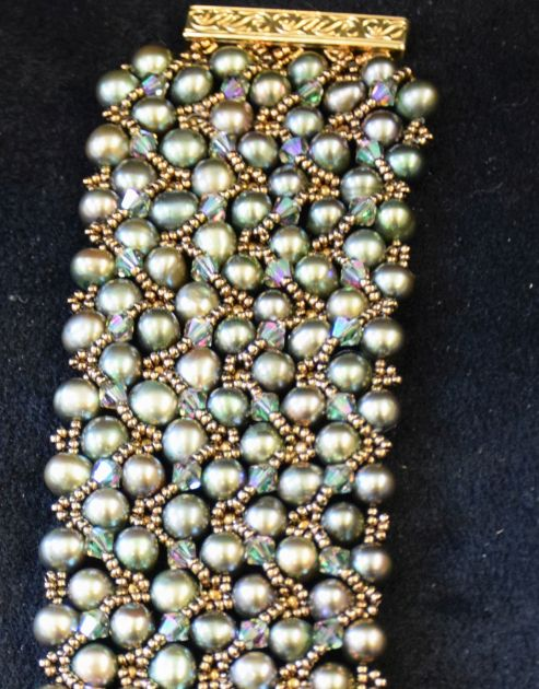 Pale peacock pearl and crystal bracelet